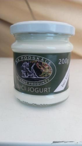 Čerstvý ovčí jogurt